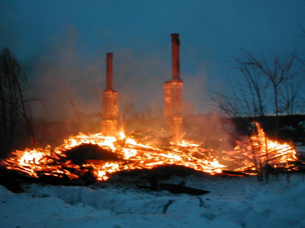 Причины возникновения пожара в дымоходе при отоплении дровами.